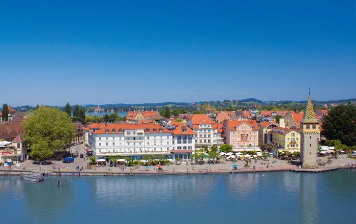 Die Altstadt von Lindau liegt auf einer Halbinsel im See