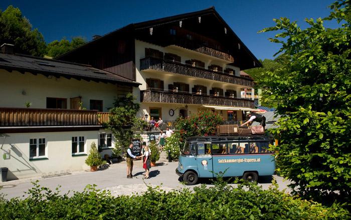 Der Landgasthof mit schönem Traditionsrestaurant liegt direkt am Campingplatz