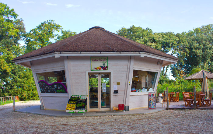 Der kleine Laden am Agriglamping verkauft eigene frische Produkte