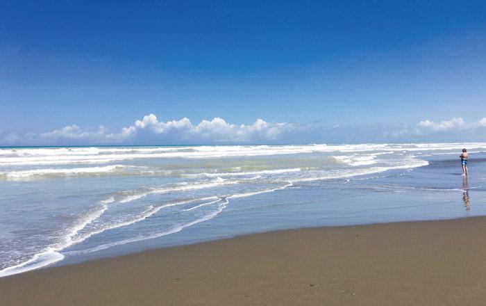 Nur 400 m sind es vom Platz zum wunderschönen Sandstrand an der Etruskischen Küste