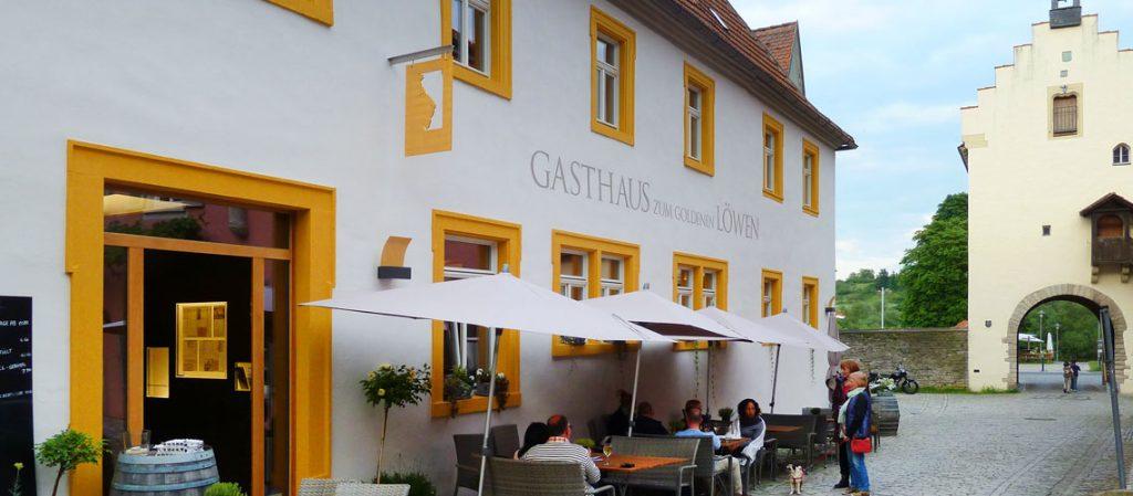 Das Restaurant zum Goldenen Löwen liegt unweit des Wohnmobilstellplatzes Weingut Bernard