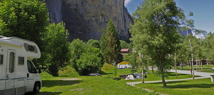Der 5-Sterne-Camping liegt zu Füßen der Bergriesen Eiger, Mönch und Jungfrau