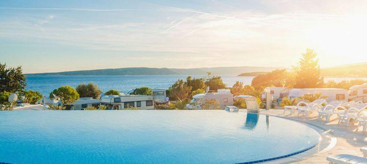 Der Luxus Camping Krk gehört zu den schönsten Plätzen an der kroatischen Adria
