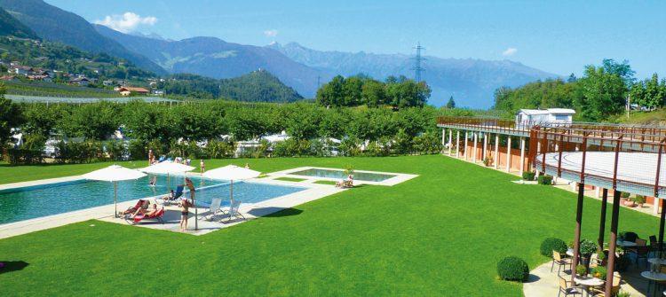 Der schöne Premium Campingplatz liegt inmitten der Weinberge bei Lana