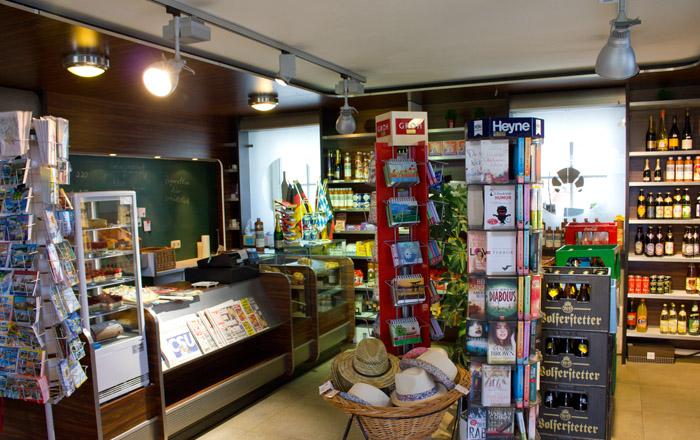 Im kleinen aber feinen Shop im Kur-Camping Max1 gibt es leckere Backwaren und feine Weine & Biere